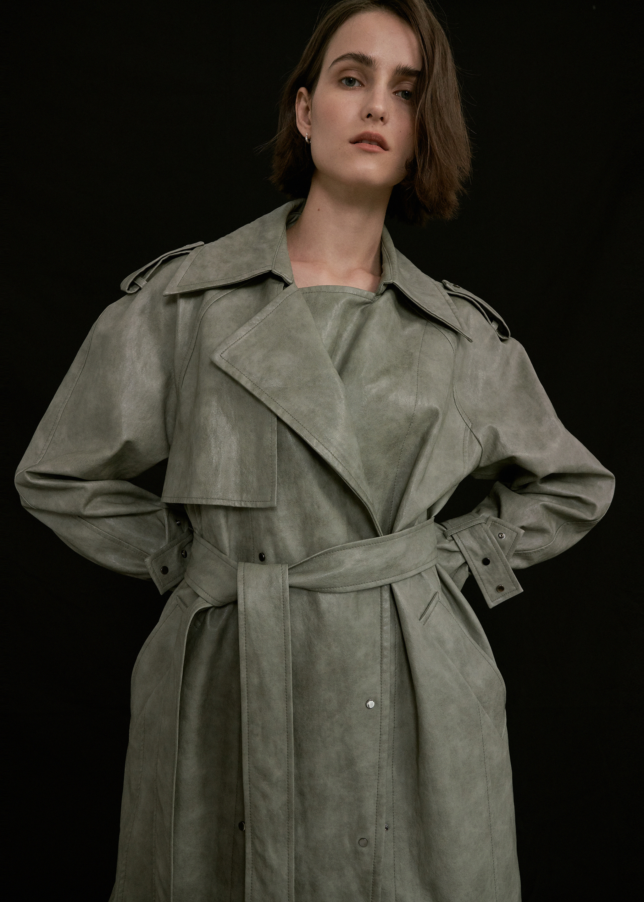 LEATHER OVERSIZED RAGLAN TRENCH COAT (MINT)