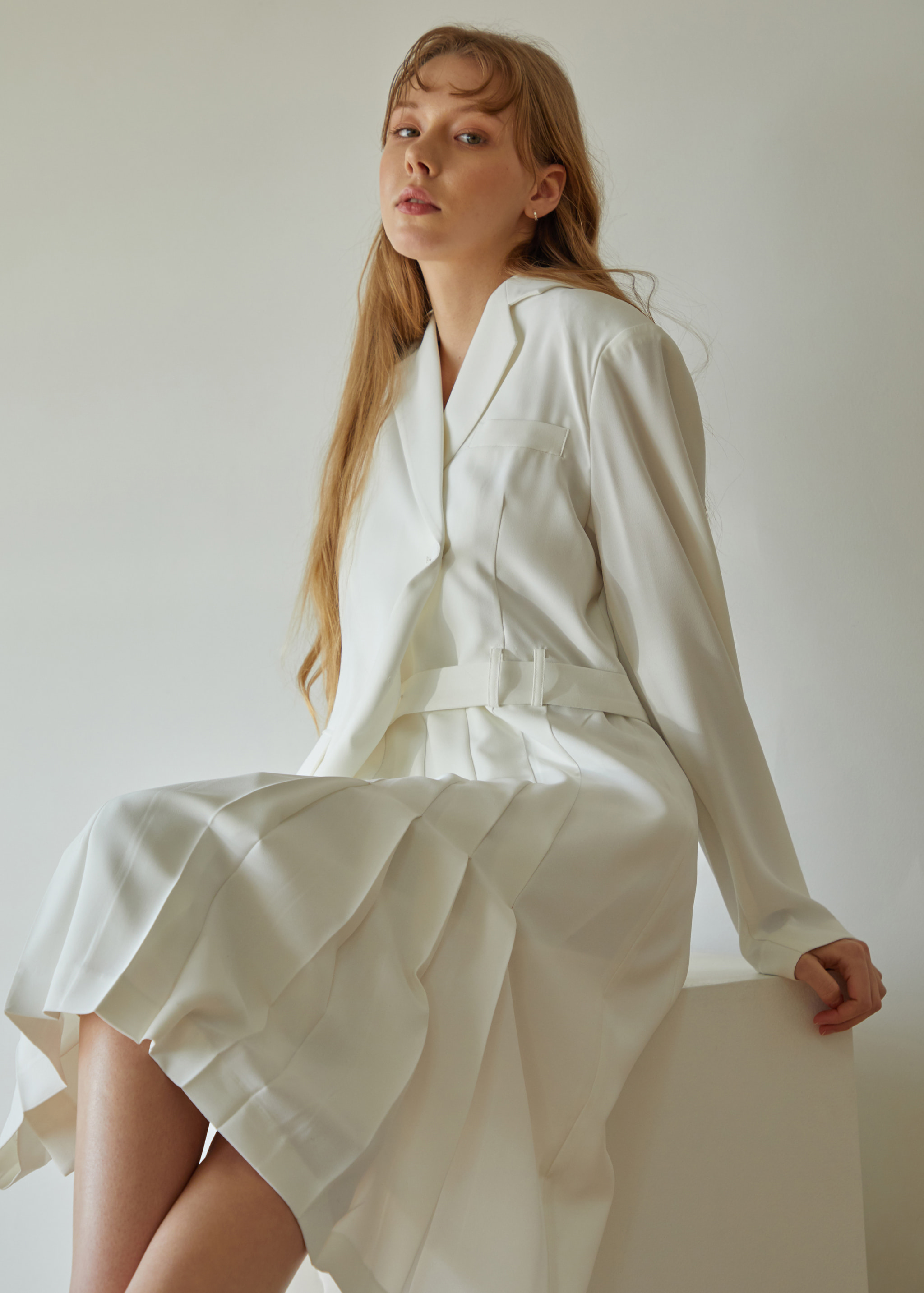 UNBALANCE PLEATED WRAP DRESS (WHITE)