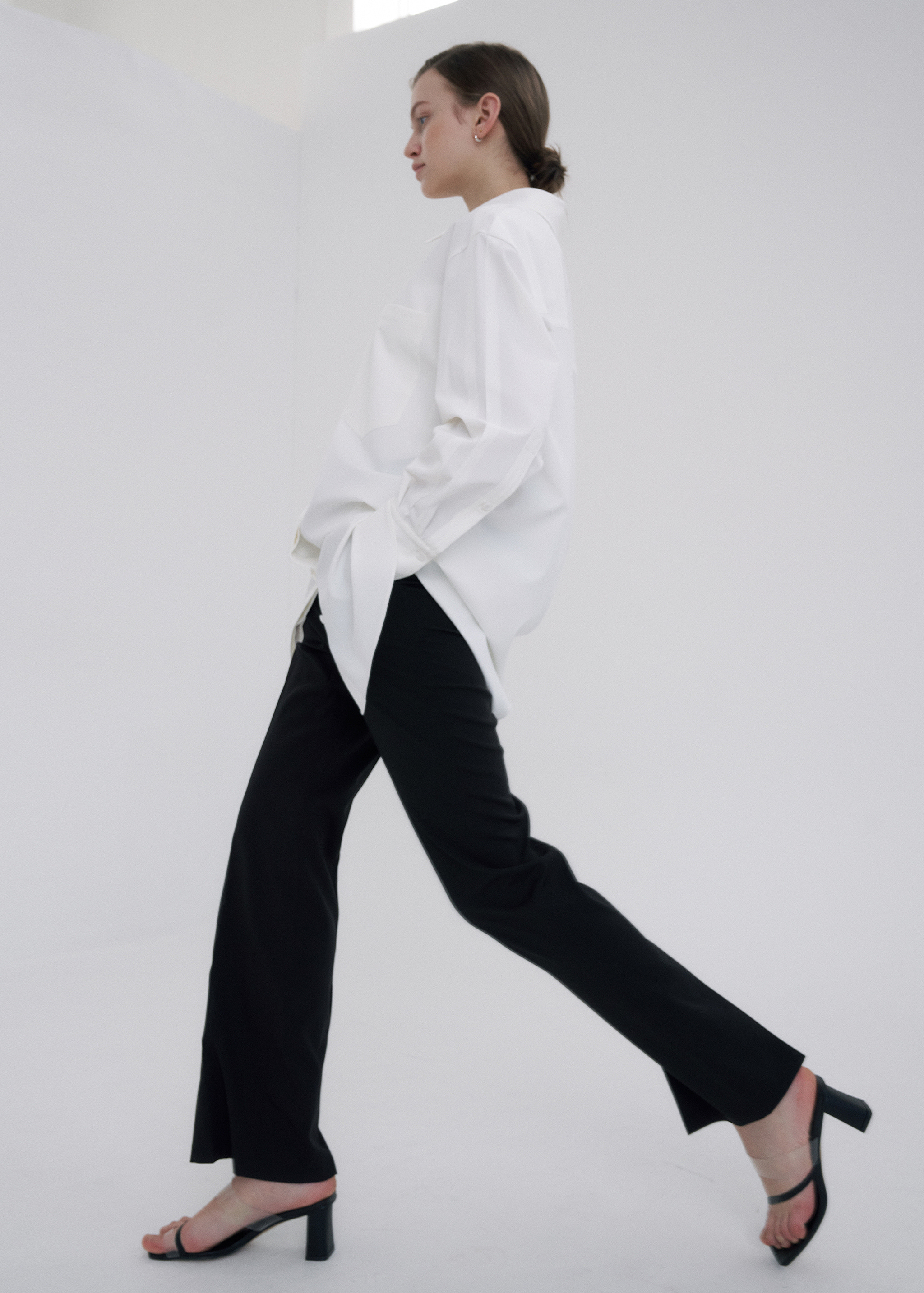 [SIGNATURE] HIGH WAIST SLIM-SLIT PANTS (BLACK)