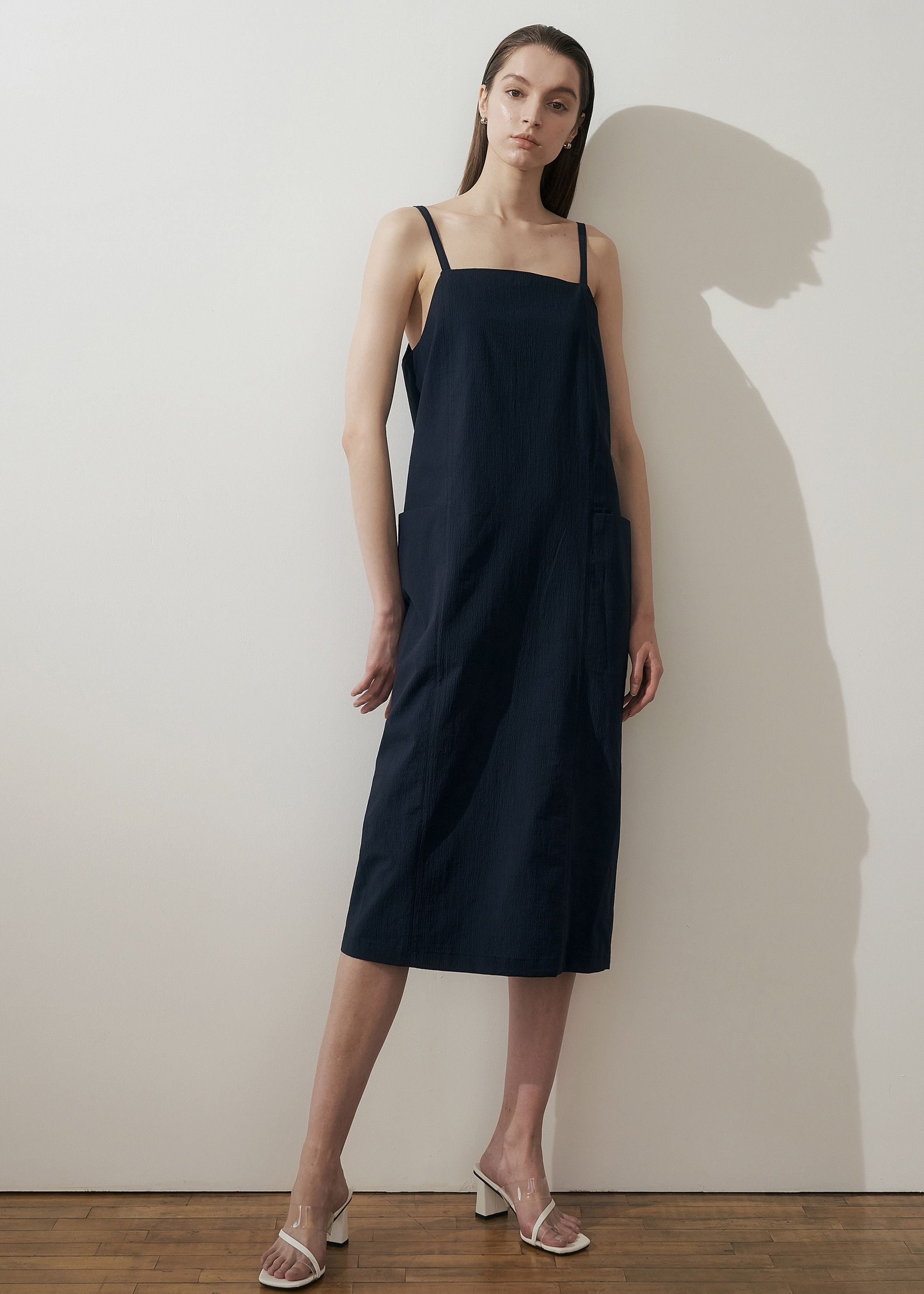 SEERSUCKER CAMISOLE DRESS (NAVY)