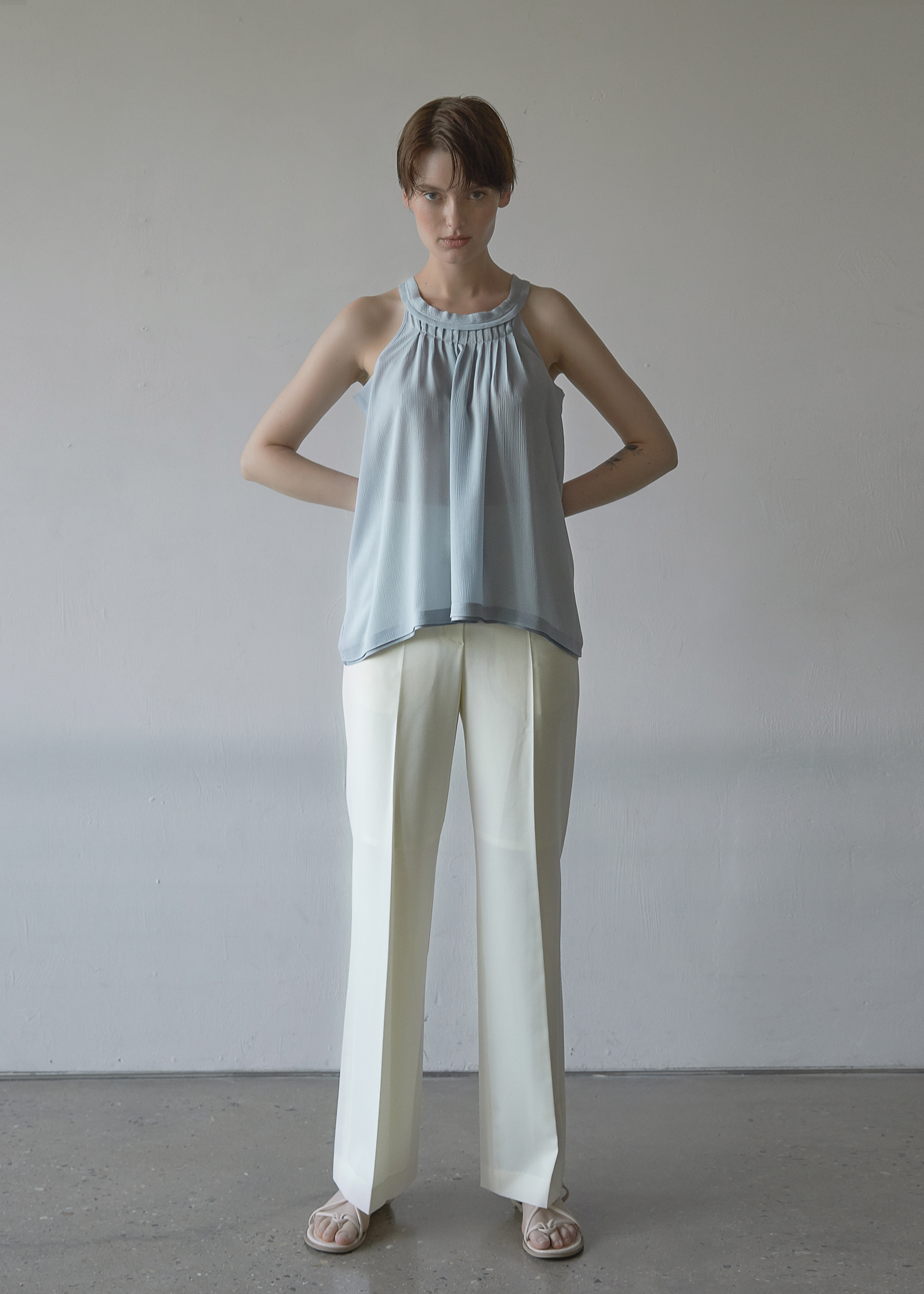 PLEATED SLEEVELESS BLOUSE (LIGHT BLUE)