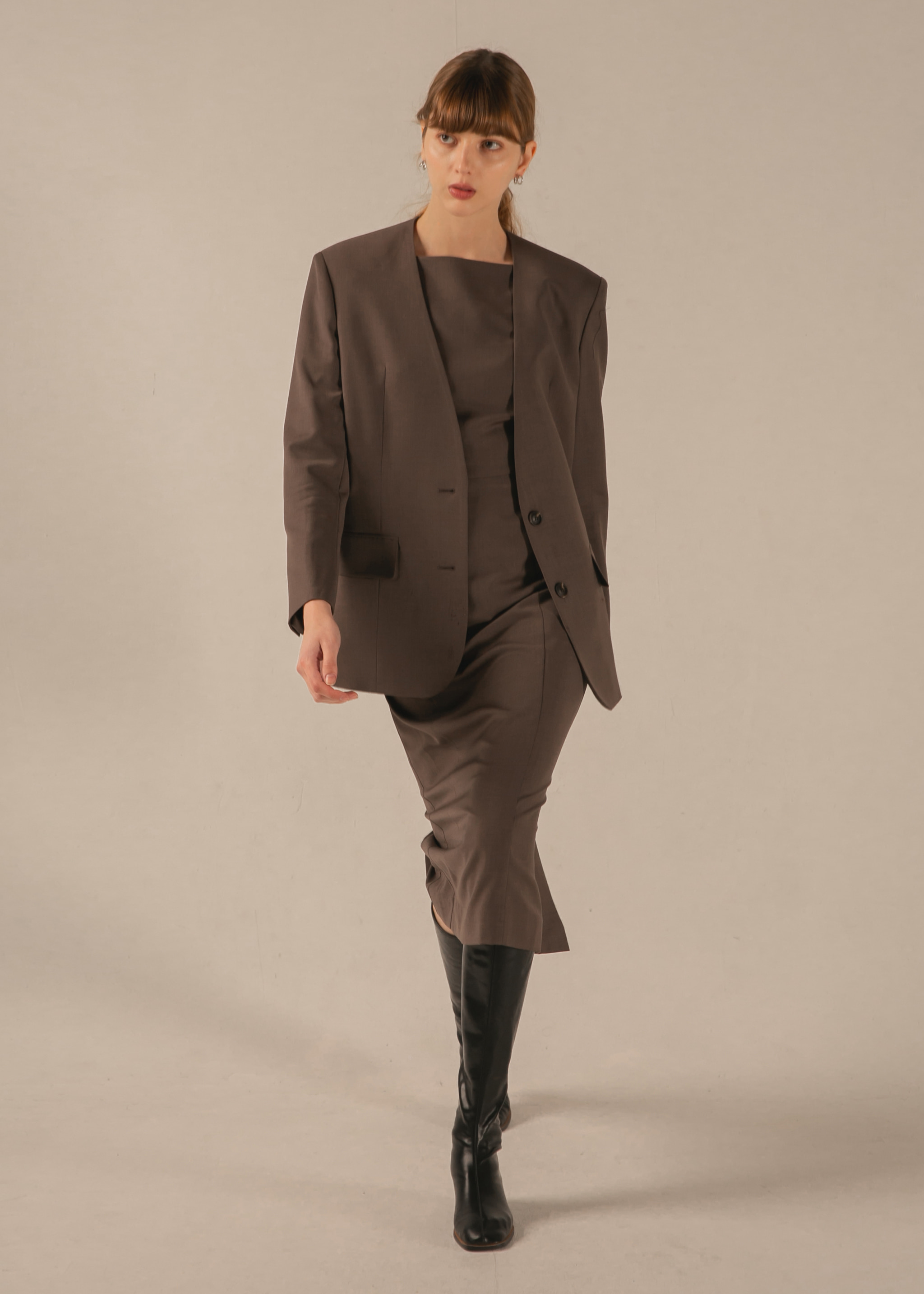 COLLARLESS WOOL BELT BLAZER (COCOA)