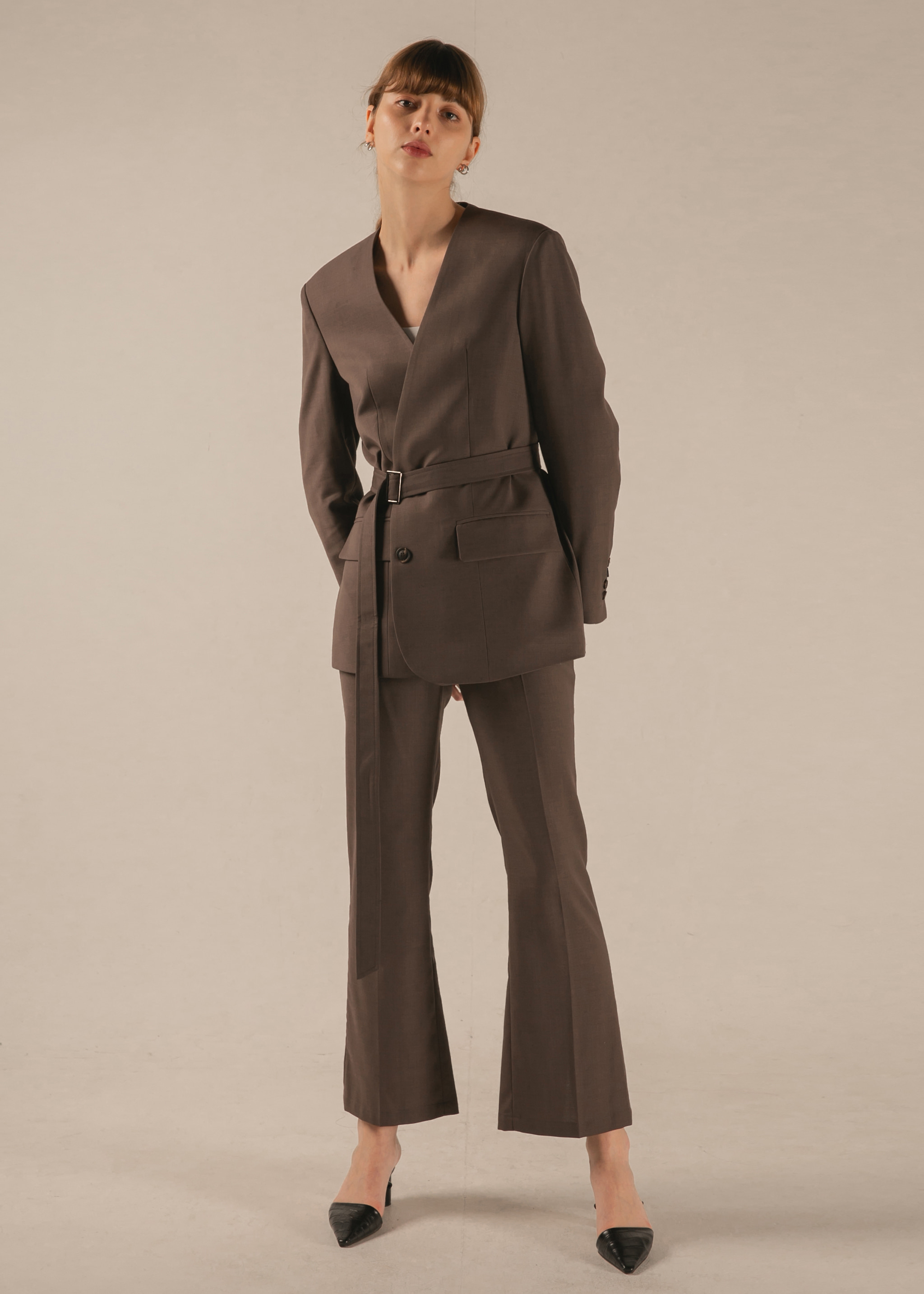 [SIGNATURE] HIGH WAIST SLIM-SLIT PANTS (COCOA)