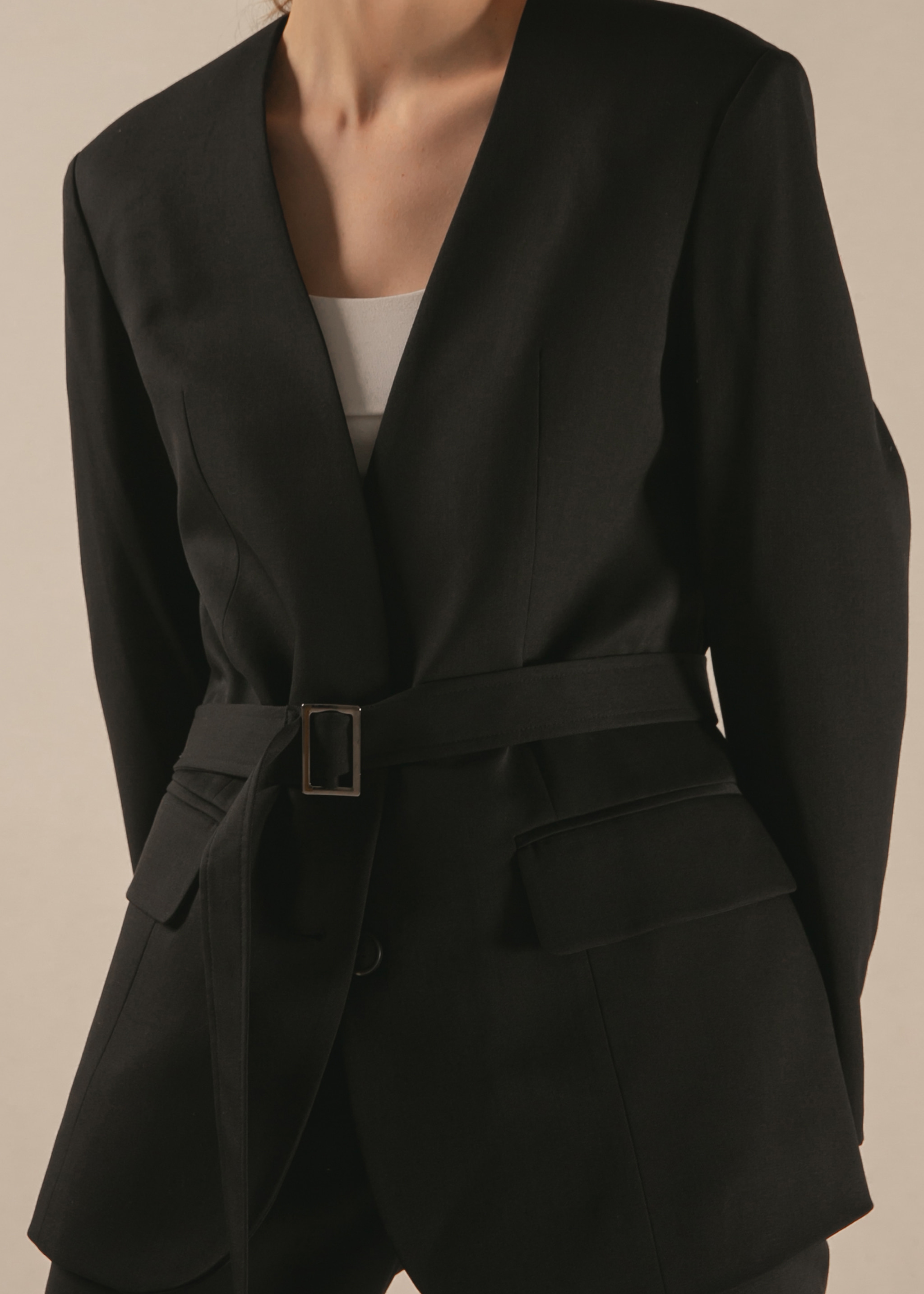 COLLARLESS WOOL BELT BLAZER (BLACK)